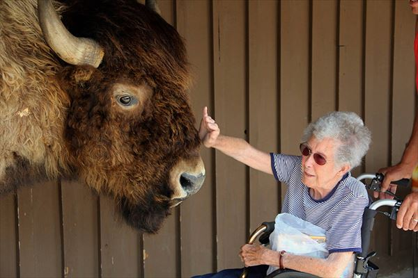 90-year-old-woman-road-trip-cancer-treatment-driving-miss-norma-36_R