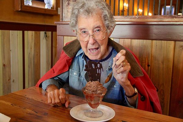 90-year-old-woman-road-trip-cancer-treatment-driving-miss-norma-40_R