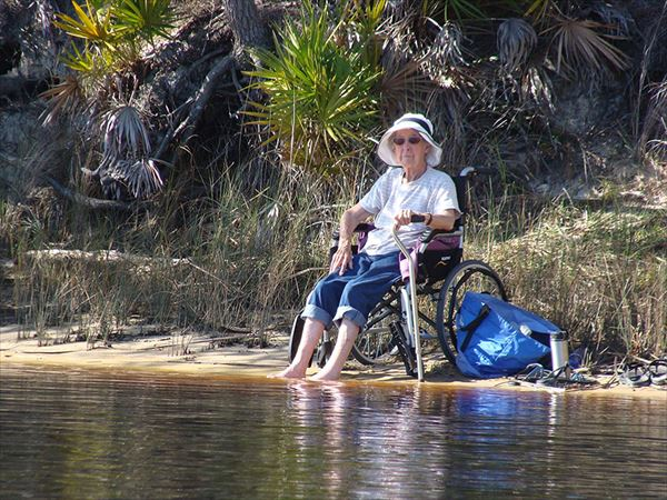 90-year-old-woman-road-trip-cancer-treatment-driving-miss-norma-43_R