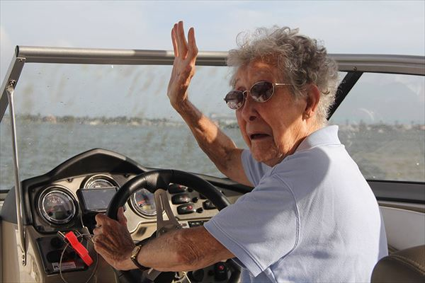 90-year-old-woman-road-trip-cancer-treatment-driving-miss-norma-46_R