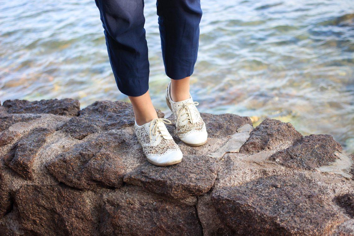 12-chaussure blanche en dentelle