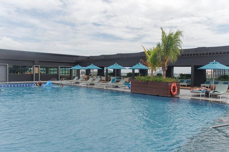 swimming pool - hilton kota kinabalu