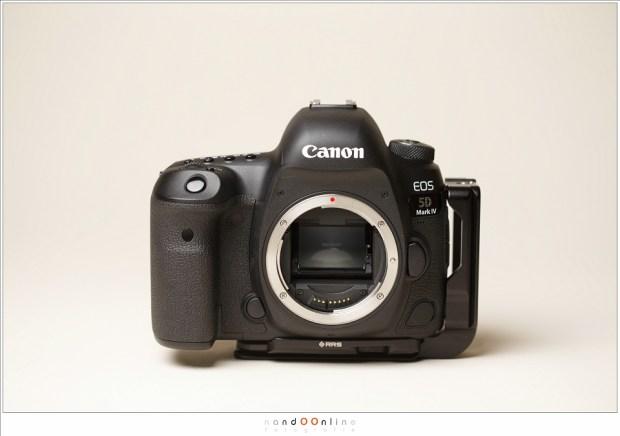 De Canon EOS 5D mark IV; het uiterlijk is niet veel anders dan het voorgaande model. De camera is hier voorzien van een Really Right Stuff L-bracket