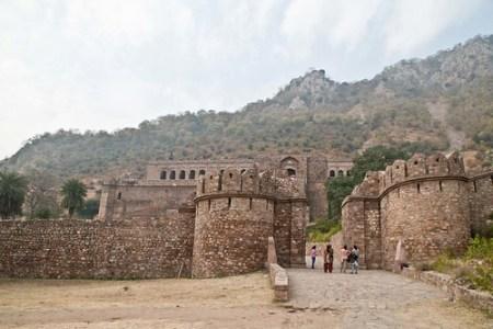 bhangarh fort gate | sapna kapoor | flickr