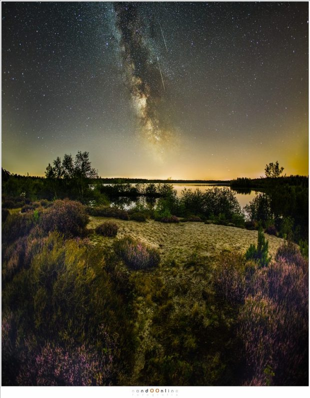 Twee mooie Perseïden, een week voorafgaand aan het maximum. Het resultaat van 2,5 uur fotograferen. (15mm fisheye - ISO6400 - f/2,8 - t=15sec - vertikaal panorama van drie opnamen + compilatie van alle foto's met een meteoor)
