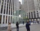 Live from 5th Ave Apple Store unveiling - Image 2 of 4
