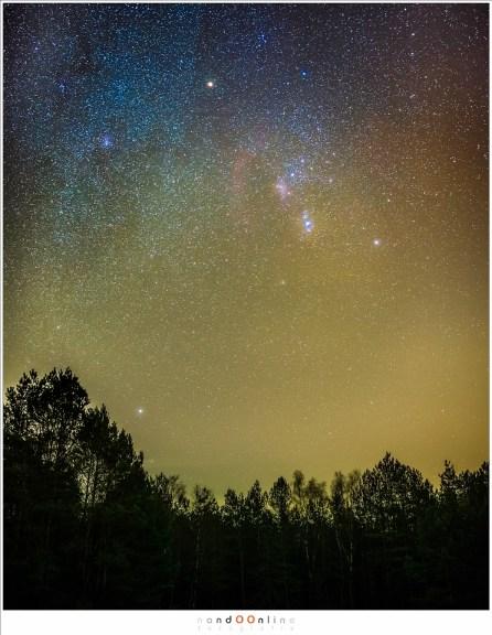 Hier is ISO6400 gebruikt om zoveel mogelijk sterren op de foto te krijgen. dit is zo gevoelig dat er zelfs sterrennevels zichtbaar worden. De belichtingstijd is 10 seconden bij diafragma f/2