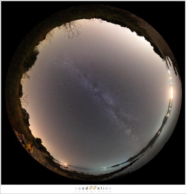 De sterrenhemel in 2012, tijdens het maximum van Perseïden. Om alles in beeld te krijgen heb je met een fisheye al gauw 12 tot 15 beelden nodig.