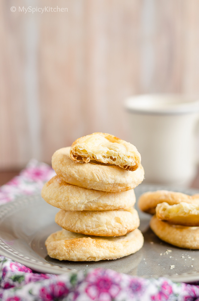 Hyderabad Food, Hyderabad Cuisine, Telangana Food, Bakes, Biscuits, Recipes with Puff Pastry, Biscuits, Blogging Marathon, Bake-a-thon, 3 ingredient recipes, 3 ingredient biscuits, Fine Biscuits, Hyderabad Fine Biscuits, Hyderabad Iranian Cafe biscuits,