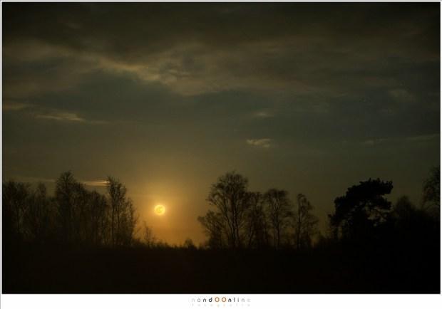 Een indrukwekkende maanopkomst (70mm brandpunt; ISO1600; f/2,8; t=1,3sec)