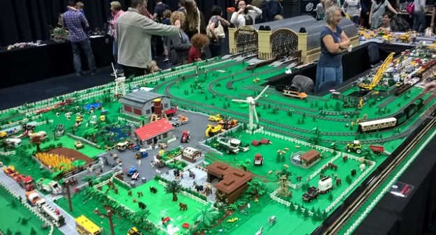 Bricktastic 2016 - Train Layout