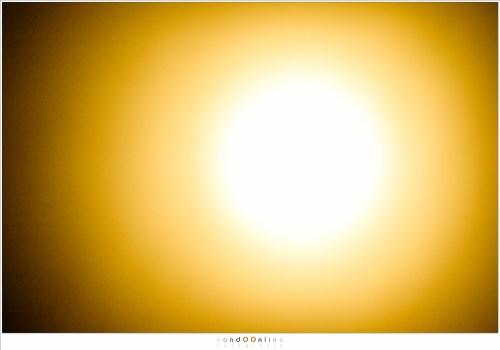 Een fel zonnetje. Zo fel dat je geen enkel detail ziet, tenzij je voldoende licht weet te blokkeren. (800mm - ISO100 - f/11 - 1/500sec met 10 stop ND en 6 stop ND)