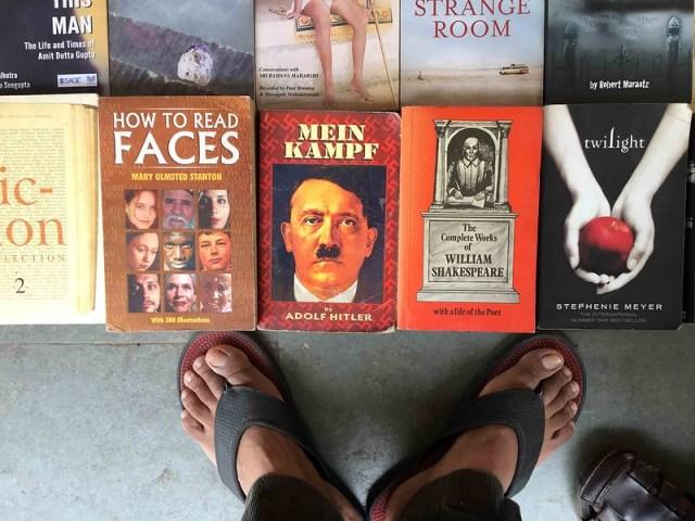 City Hangout - Walking in Sunday Book Bazaar, Daryaganj