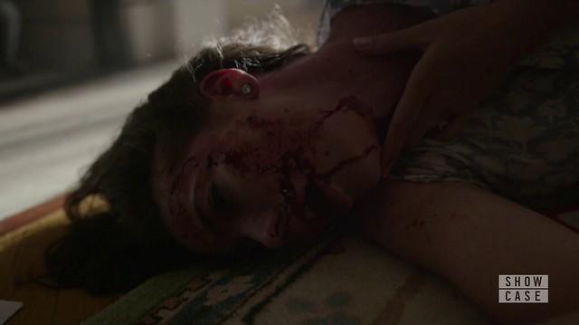 Mr. Robot: Joanna espancada, com o rosto sangrando.