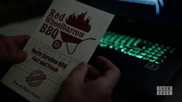 Mr. Robot: Panfleto com o cardápio do Red Wheelbarrow BBQ