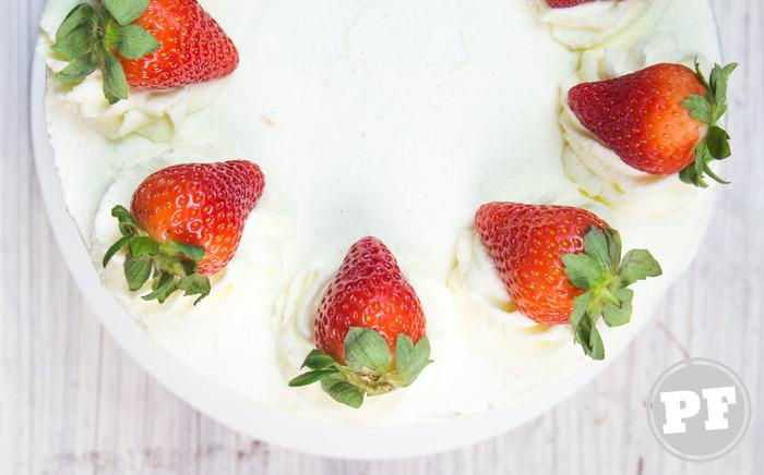 Bolo de Morango e Chantilly (Japanese Strawberry Shortcake)