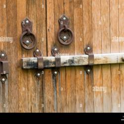 C8 Alamy Comcomph2n640old Antique Wooden Gate L