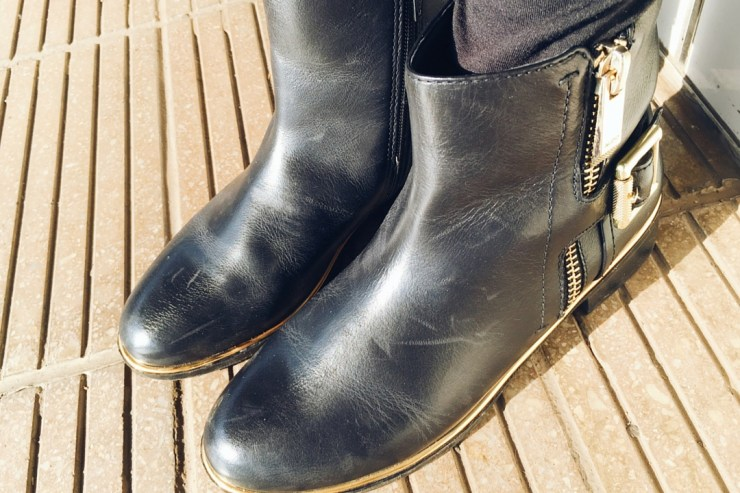 WINTER FASHION FAVOURITES black and gold boots