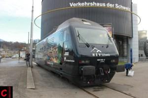 Die Präsentation der Re 460 023-5 fand vor dem Verkehrshaus der Schweiz in Luzern statt