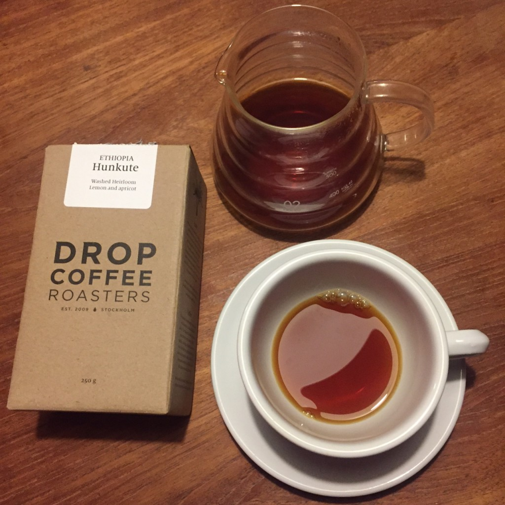 Smooth like cream. Sweet like peach. Fruity like a Shiraz. And pleasant like a 12 hour sleep. Probably my favorite home brewed coffee in 2015. // #ethiopia #hunkute by Drop Coffee Roasters (Stockholm)