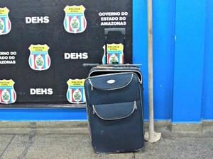 Objetos utilizados no crime, segundo polícia (Foto: Suelen Gonçalves/G1 AM)