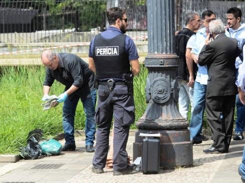Cabeça é achada dentro de saco na Praça da Sé, em São Paulo (Foto: Adriano Lima/Agência O Dia/Estadão Conteúdo)