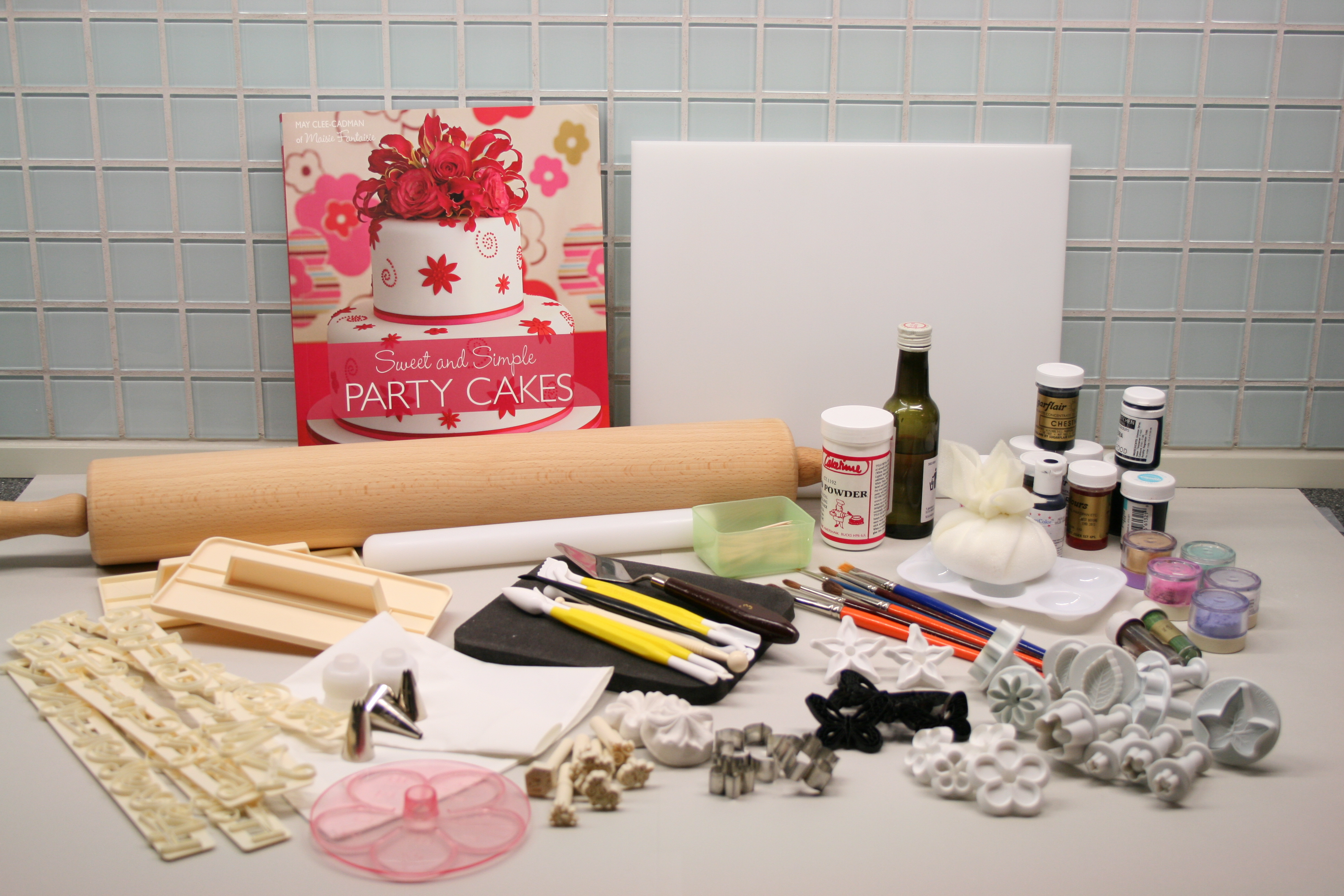 Basic cake decorating kit     CakeJournal com I