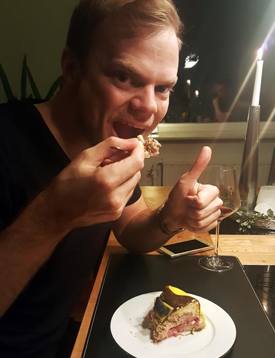 Batmobile cake - Batmobiletårta - födelsedagsbarnet med sin tårta!
