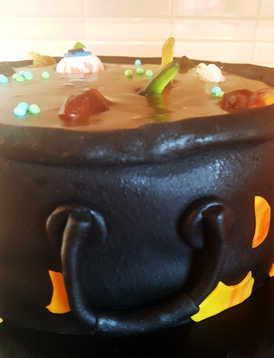 Cauldron cake for Halloween - kitteltårta till Halloween