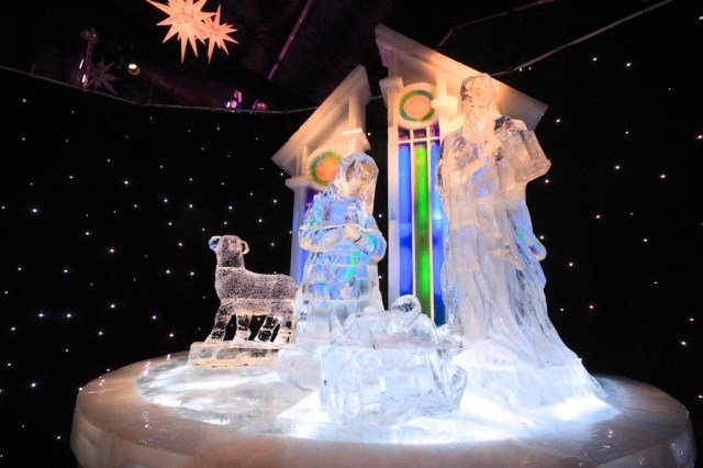 Nativity Scene Ice Sculpture 640x426