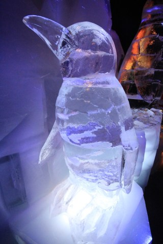Penguin Ice Sculpture 320x480