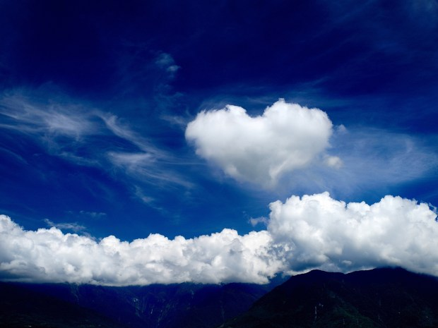 3D Love With Clouds Wallpaper (11)