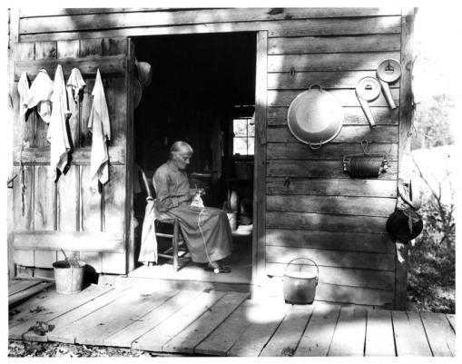 Woman_Knitting_On_Porch_1280157952_th