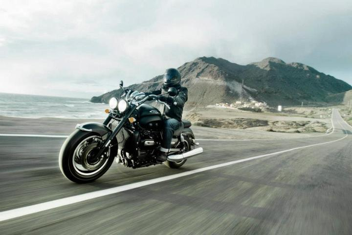 2013_triumph_rocket_3_roadster_ride1