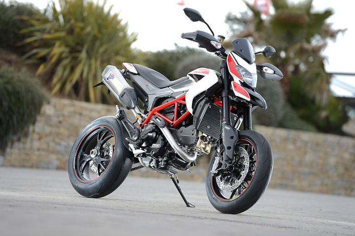01_ HYPERMOTARD_SP_Ducati_Performance