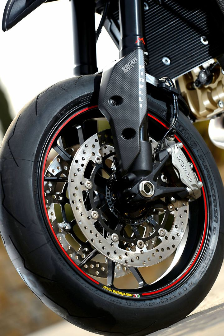 21_HYPERMOTARD Ducati Performance