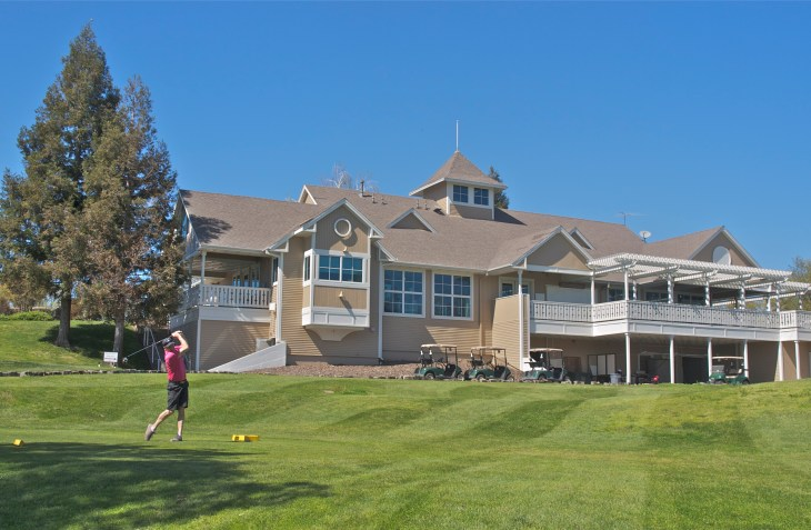 The clubhouse looming over the 10th tee box.