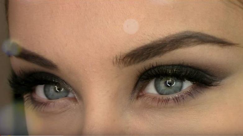 como maquillar ojos verdes con parpado caido