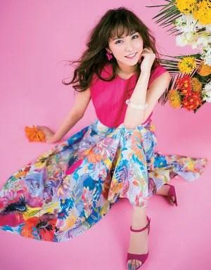 常夏ガールを気取るなら、鮮やかピンクと花柄を味方に♥