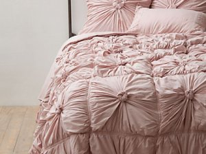 Lazbyones Rosette Quilt in Tuscan Pink. Anthropologie Bedding