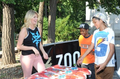 IMAGE 7 1024x681 Celebrity Images: Cover Model Kate Upton Teams Up with Pro Skateboarder Chaz Ortiz and Zoo York for Charity