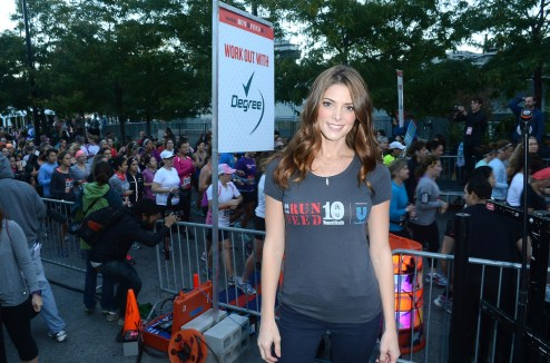 AG start line 1024x680 Celeb Images: Actress Ashley Greene and Model Lauren Bush Lauren Kick Off Womens Health Run 10 Feed 10 in New York