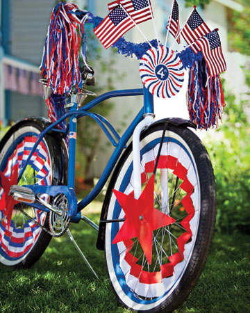decorate parade 0711mld106228 590 xl Last Minute DIY Red, White and Blue Labor Day Decor Ideas!