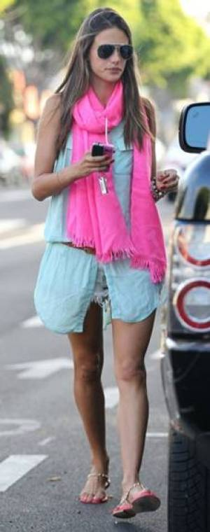 messagepart 41 Celeb Fashion Find: Alessandra Ambrosio & Jessica Albas Mint Tunic!