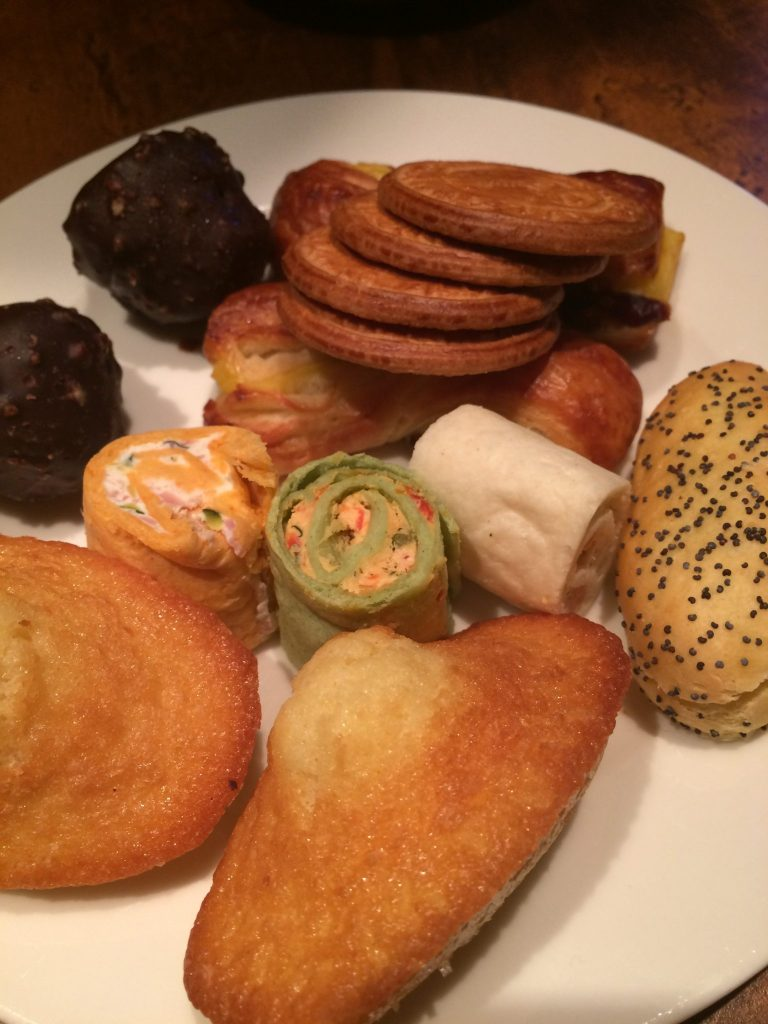free treats in sequoia lodge hotel, golden forest club