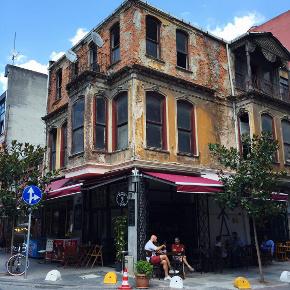 Yeldeğirmeni'de Cafe Benazio