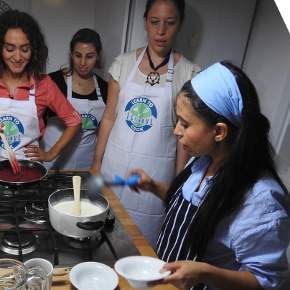 Melis Doeh with her cooking students