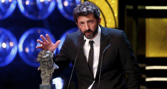 CIBASS Alberto Rodríguez al recoger el Goya sin lazo naranja
