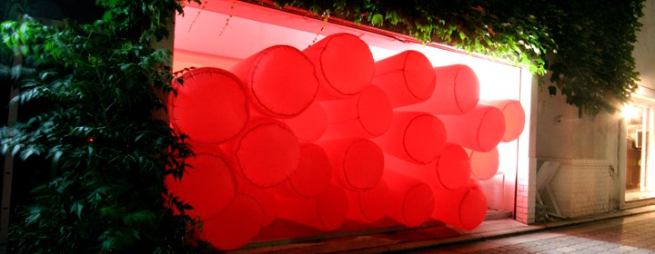 Akron-Art-Museum-Jimmy_Kuehnle_Stuffed_Full_galerie_weissraum_glowing_angle_ED