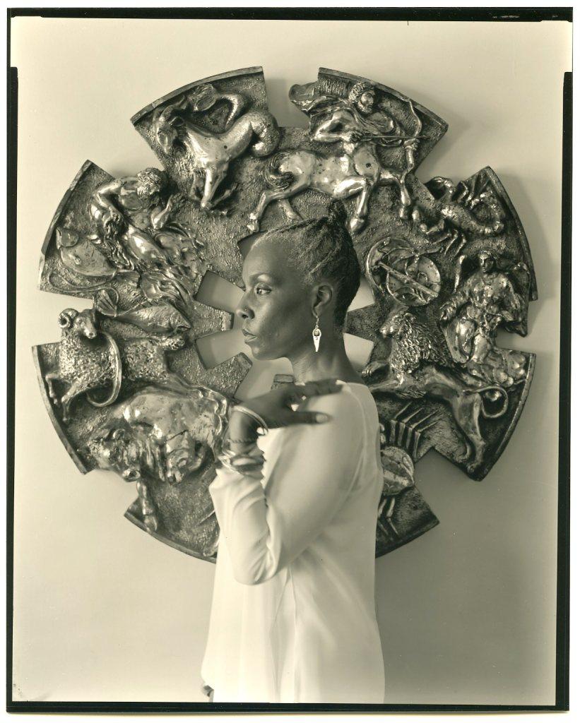 Pantsios-Ascherman-Astrologer-in-a-white-dress-2004